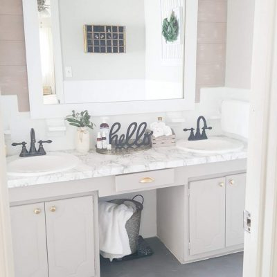 Modern farmhouse bathroom makeover under $100.